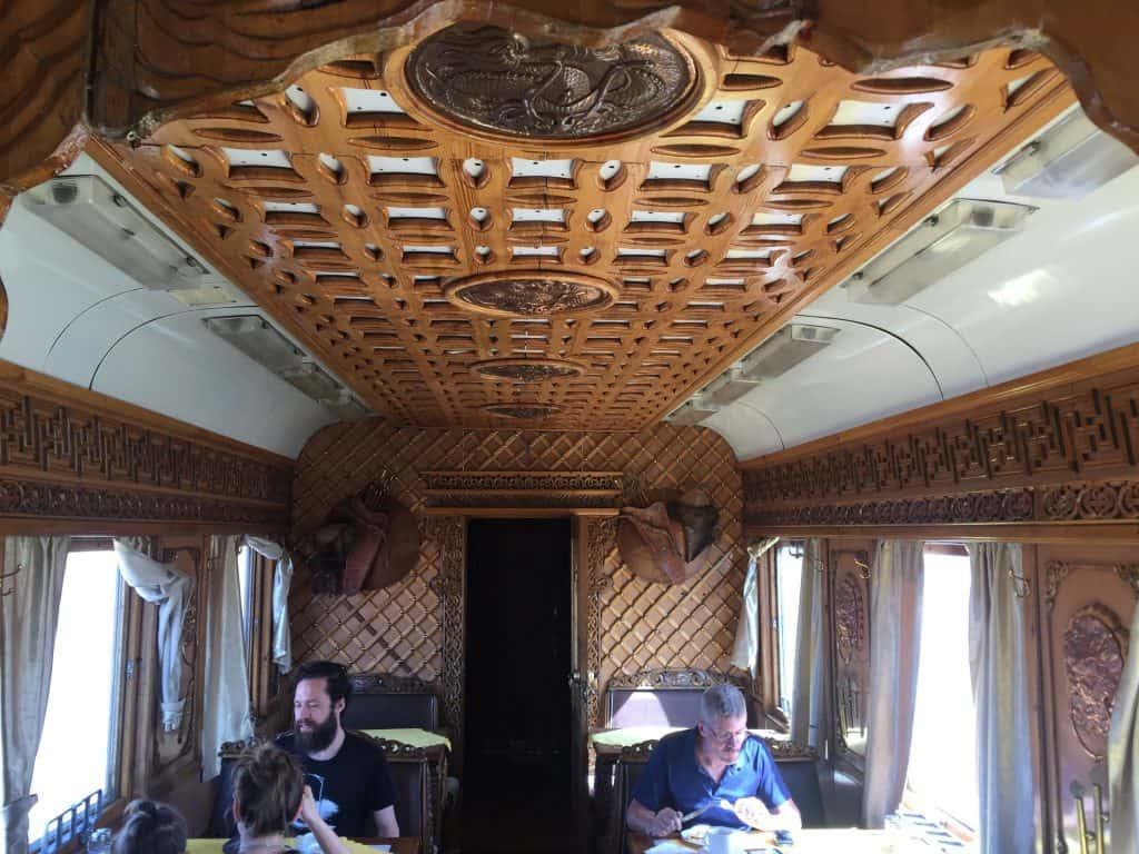 Transmongolische: Der Restaurantwaggon der Mongolei