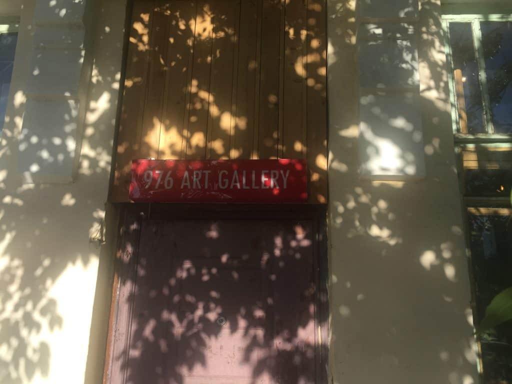 976 Art Gallery Eingang neben Green Zone Restaurant