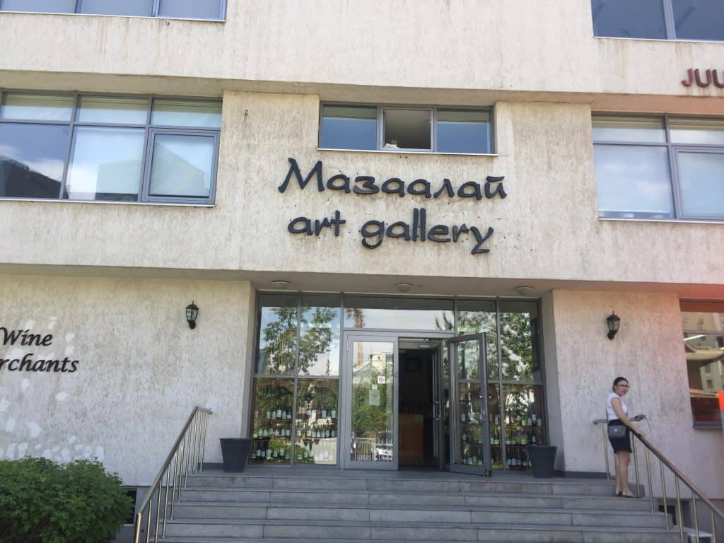 Eingang der Mazaalai Galerie in Ulaanbaatar