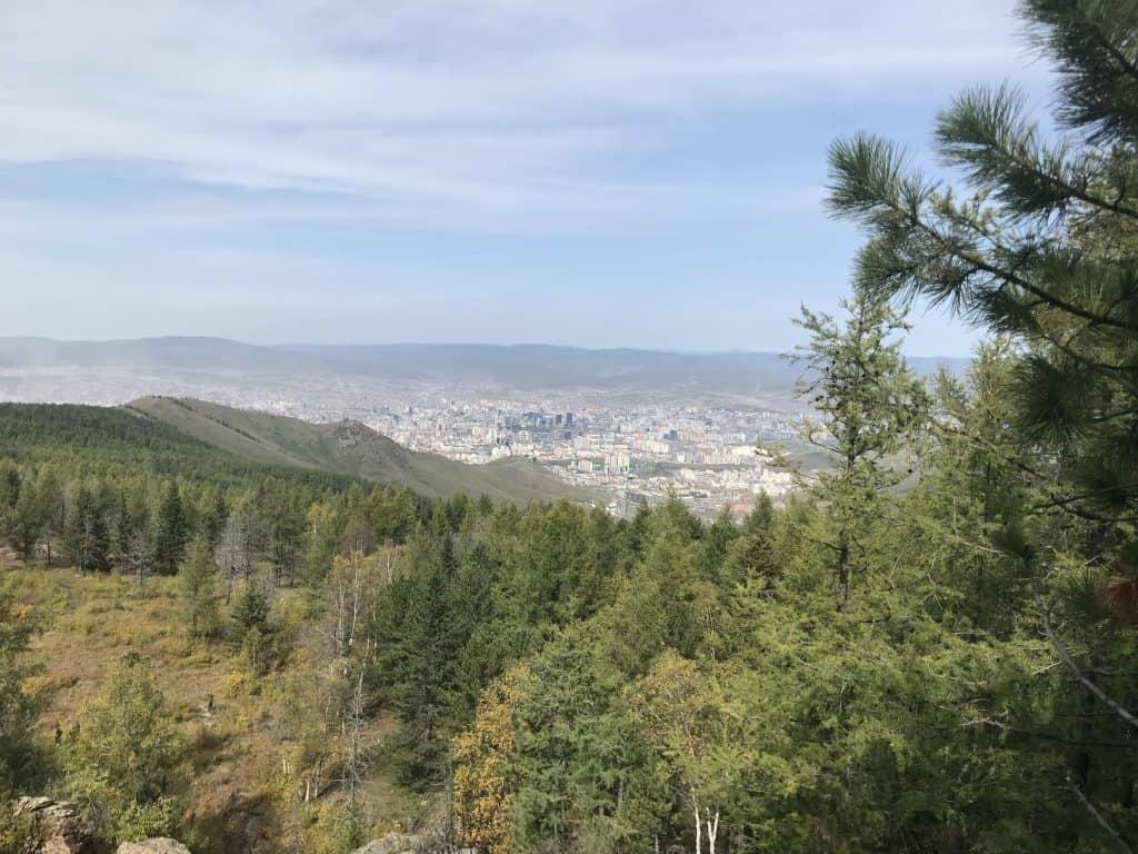 Aussicht vom Bogd Khan Gebirge auf das nördlich gelegene Ulaanbaatar
