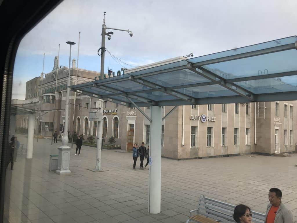 Halle des Bahnhofs in Ulan Bator