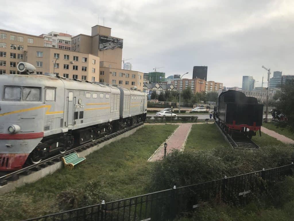 Historische Züge auf einem Abstellgleis bei Ulaanbaatar